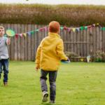 Zabawy dla dzieci na dworze – 25 pomysłów
